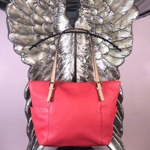 Michael Kors jet set handbag 💖
